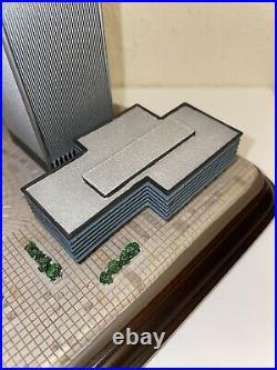 Danbury Mint WORLD TRADE CENTER NYC 9/11 Commemorative Model Figurine Ex/NM