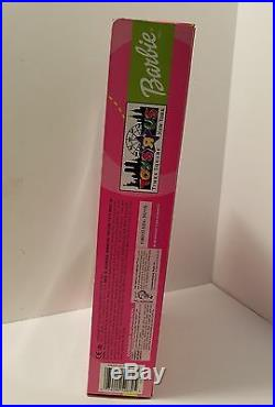 Rare Barbie 2001 Toys R Us Time Square Exclusive World Trade Center Background